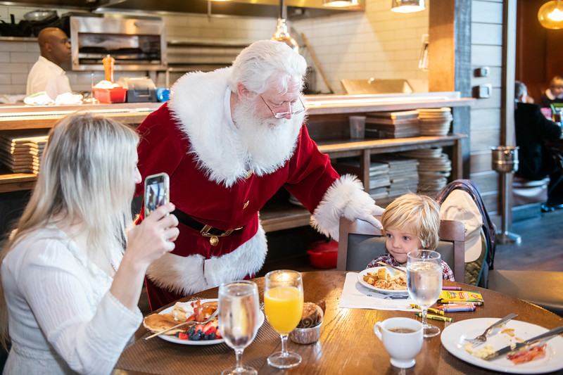 Avalon_BreakfastWithSanta_2019_9584.jpg