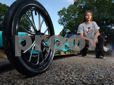 texas-girl-kinley-wolfford-becomes-fastest-12yearold-drag-racer-in-us