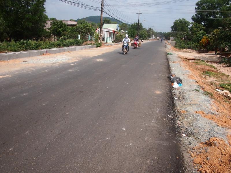 P1307138-new-road.JPG