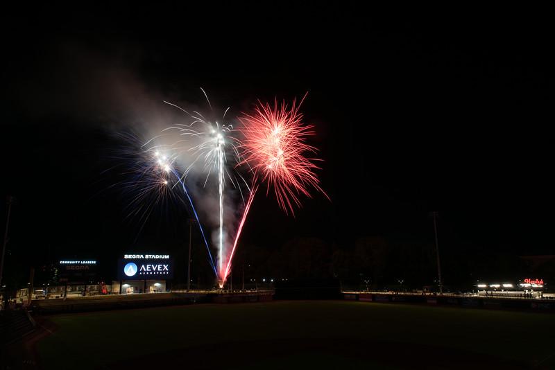 Fireworks_750_0530.jpg