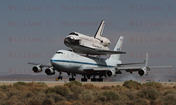Endeavour arrives at Edwards AFB Sept. 20, 2012