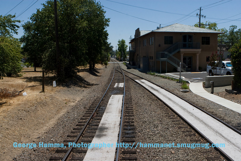 The last lounge car even has a platform where one can stand to view the neighborhood going by.