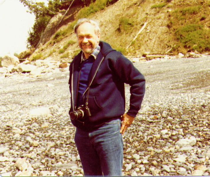 Wayne on Beach nr. Capt. Cook State Park, AK 08-1981.jpg