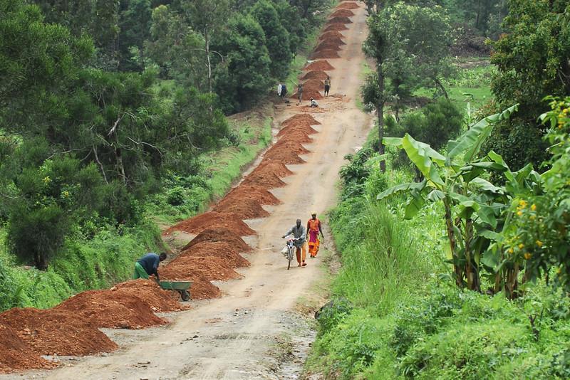 070115 4362-B Burundi - on the road to Karera Falls _E _L ~E ~L.JPG