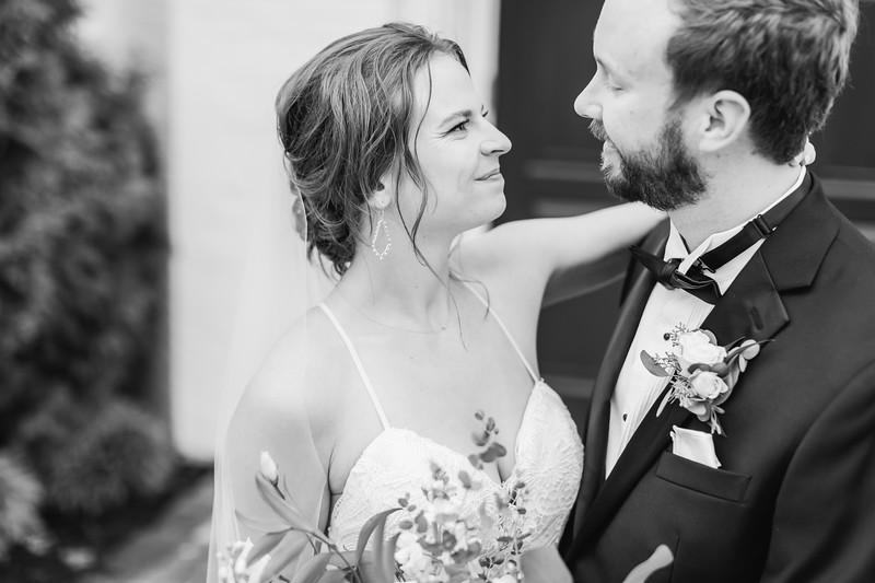 432_Ryan+Hannah_WeddingBW.jpg