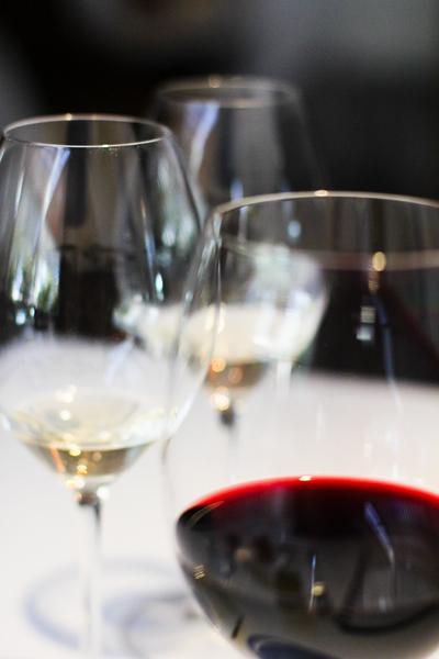 es-moli-glasses-of-wine_6534433489_o.jpg