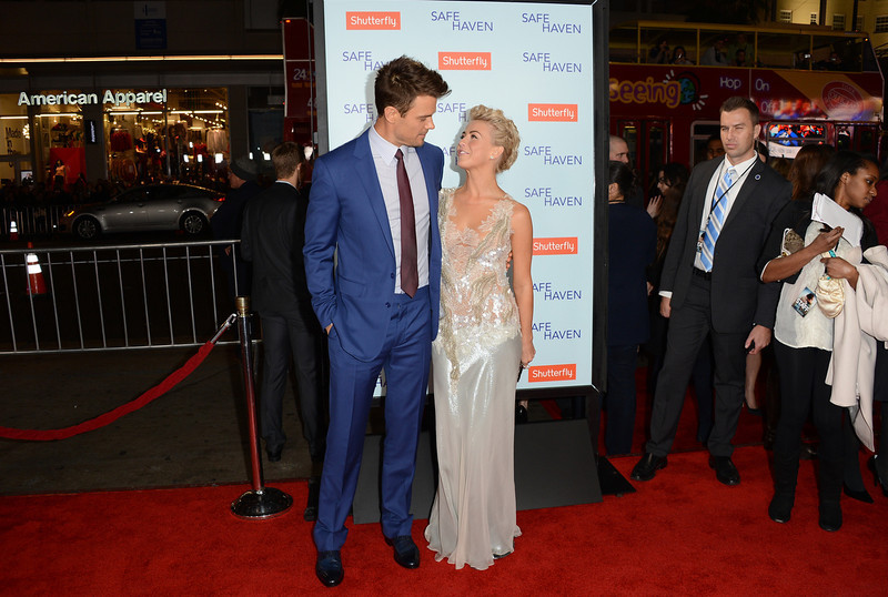 . Actors Julianne Hough and Josh Duhamel arrive at the premiere of Relativity Media\'s \'Safe Haven\' at TCL Chinese Theatre on February 5, 2013 in Hollywood, California.  (Photo by Jason Merritt/Getty Images)