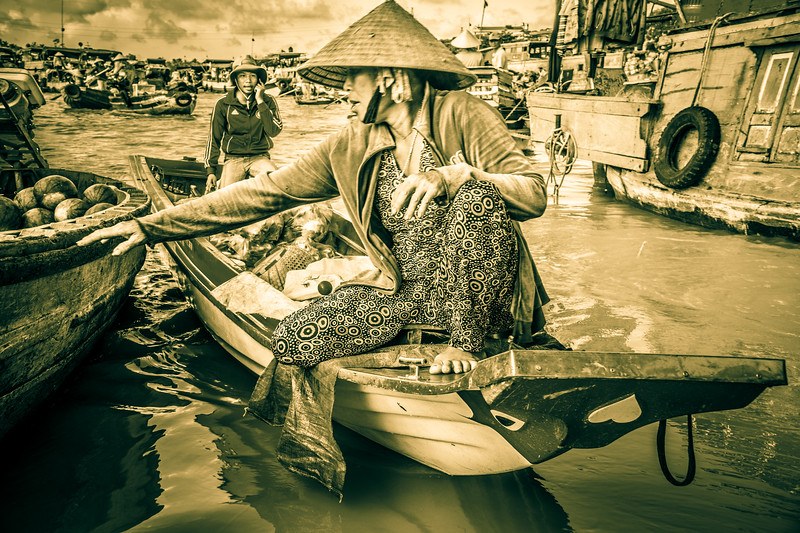 Life scene at the busy floating market of Cai Rang.