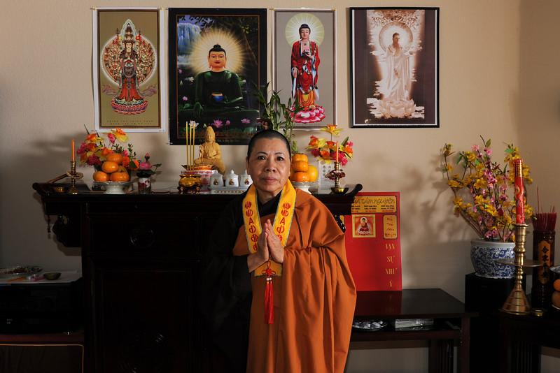20121014_tu-mom-buddhist_76-4x6.jpg