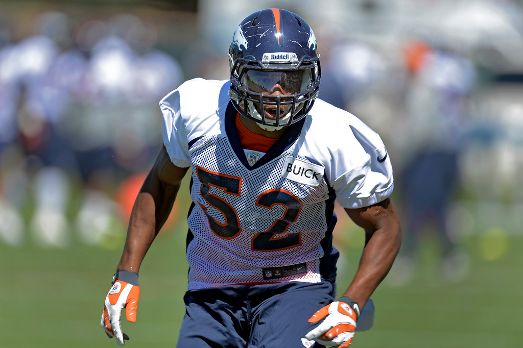 . Denver Broncos outside linebacker Wesley Woodyard (52) runs through drills during practice  August 26, 2013 at Dove Valley. (Photo by John Leyba/The Denver Post)