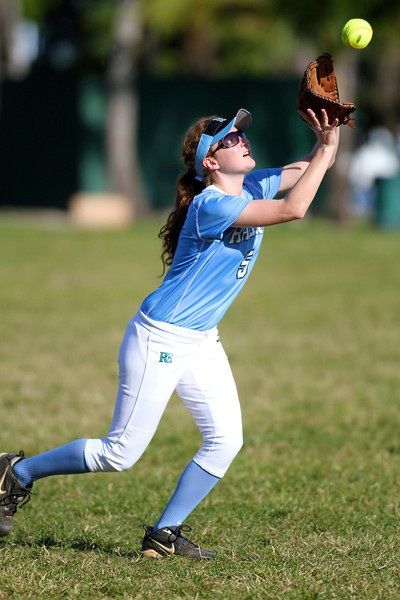 Softball Girls RE 3299.jpg