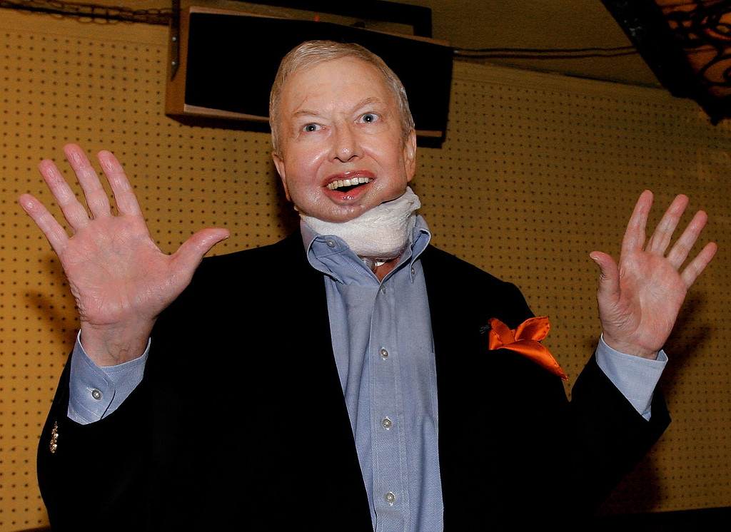 . Film critic Roger Ebert acknowledges applause from supporters while making his first public appearance since undergoing cancer-related surgery last summer, at his annual Overlooked Film Festival in Champaign, Ill., Wednesday, April 25, 2007. (AP Photo/Seth Perlman)