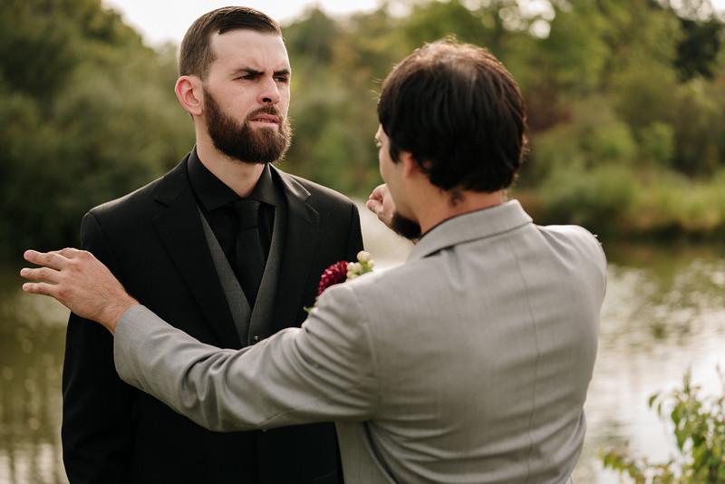 rustic_ohio__fall_barn_wedding-185.jpg