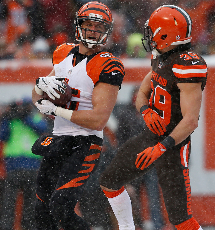 . Cincinnati Bengals tight end Tyler Eifert (85) celebrates a 5-yard touchdown pass in the first half of an NFL football game against the Cleveland Browns, Sunday, Dec. 11, 2016, in Cleveland. (AP Photo/Ron Schwane)