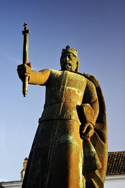 Socha Afonsa III, který v roce 1249 dobyl Faro Portugalcům zpět z rukou Maurů