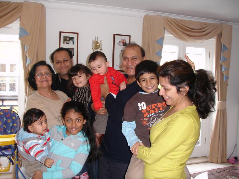 swati and kids in London 2008 140.JPG