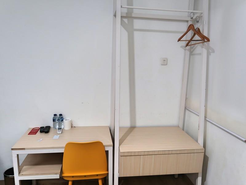 IMG_2750-reddoorz-room.jpg