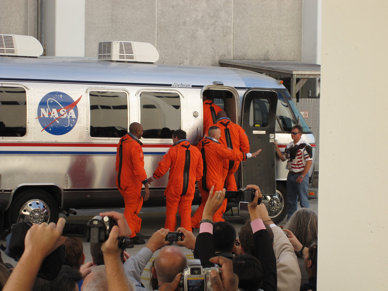 By 10:39am the crew was aboard the Airstream and on their way to the launchpad. Photo by Jim Lovett