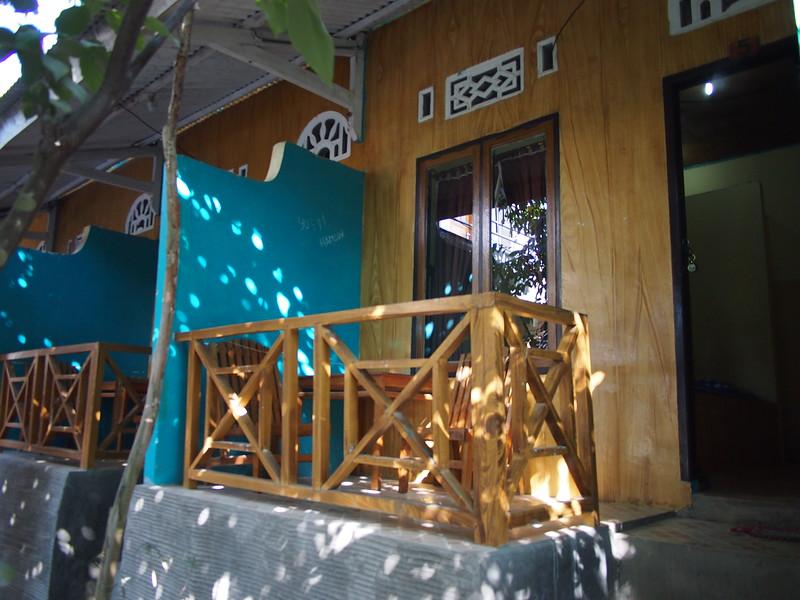 P9099095-balcony.JPG