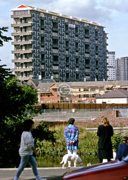 Demolition of Sir Basil Spence's Queen Elizabeth Square tower block.  12/09/93