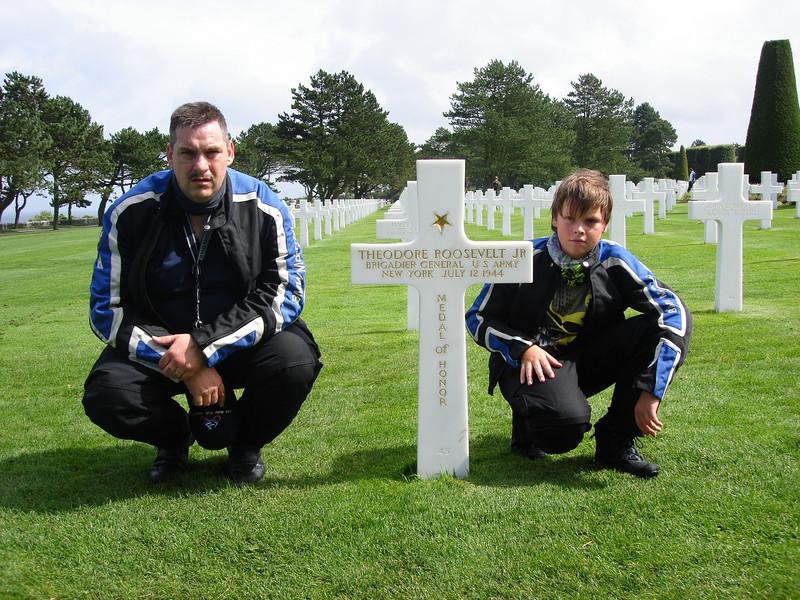 Op dit 172 ha groot kerkhof met 9837 graven van carrara-marmer liggen drie omgekomen militairen met het Congressional Medal of Honor. Hun graven dragen gouden letters