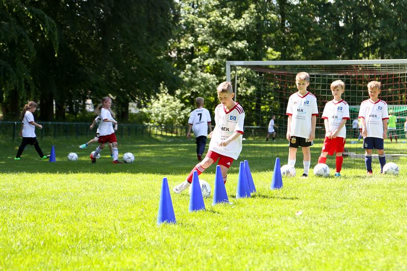 hsv_fussballschule-444_48047956631_o.jpg