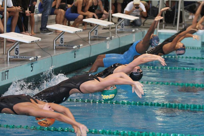400 medley relay start