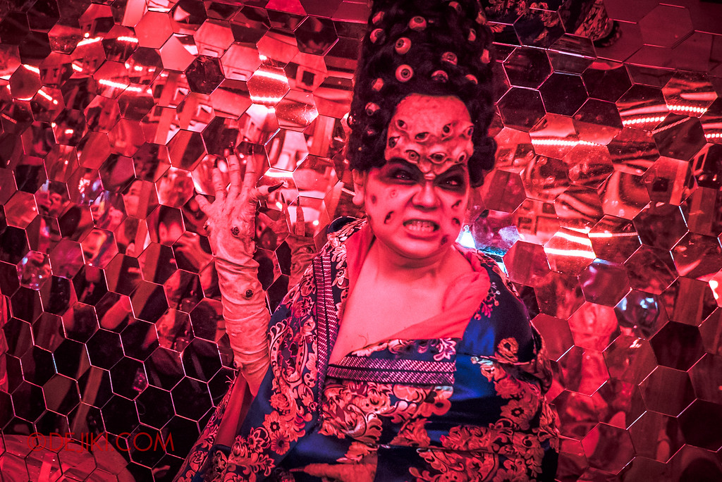 Halloween Horror Nights 6 - Hu Li's Inn / Madame Hundred Eyes
