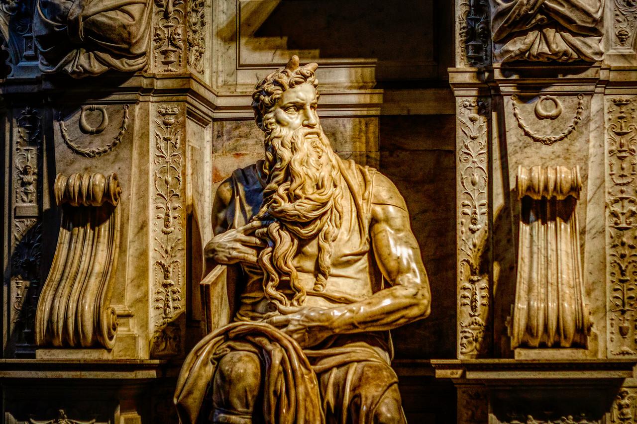罗马圣伯多禄锁链堂,米开朗基罗杰作摩西雕像