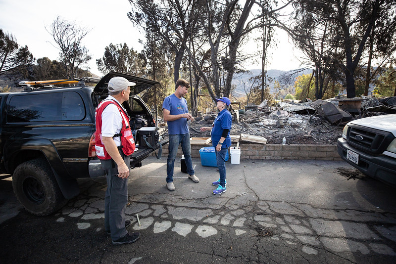 11.15.18 Woolsey Fire Family Returns to Home by Heather Fairchild-5.jpg