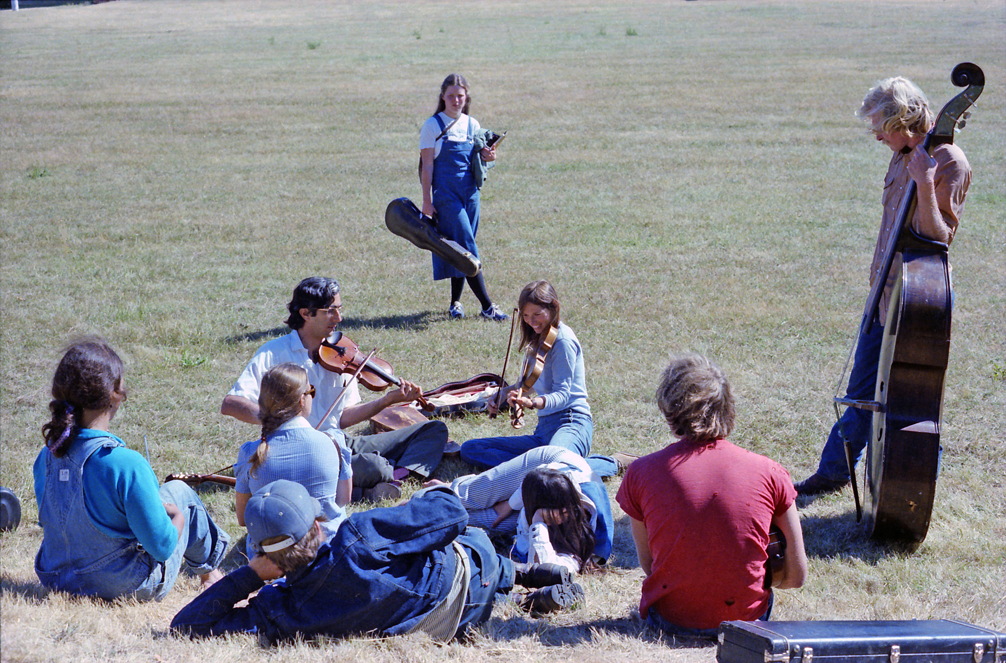 Alan Jabbour and Irene Herrman jam session on the grass