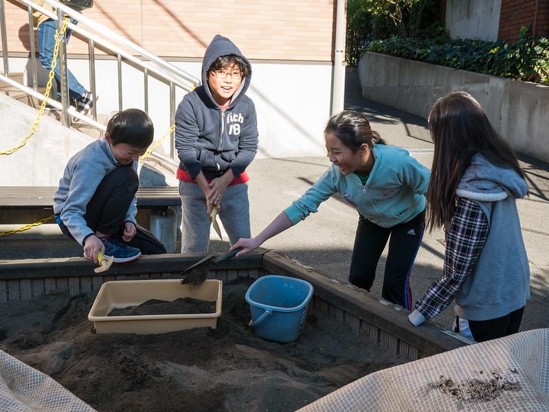 Studying Erosion in grade 4-1000540.jpg