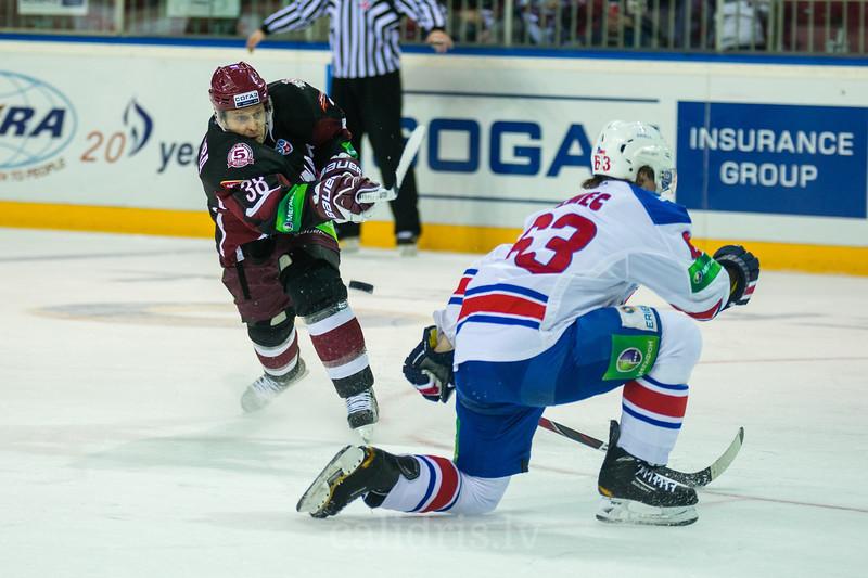 Ondrej Nemec (63) tries to block the shot of Paul Szczechura (38)