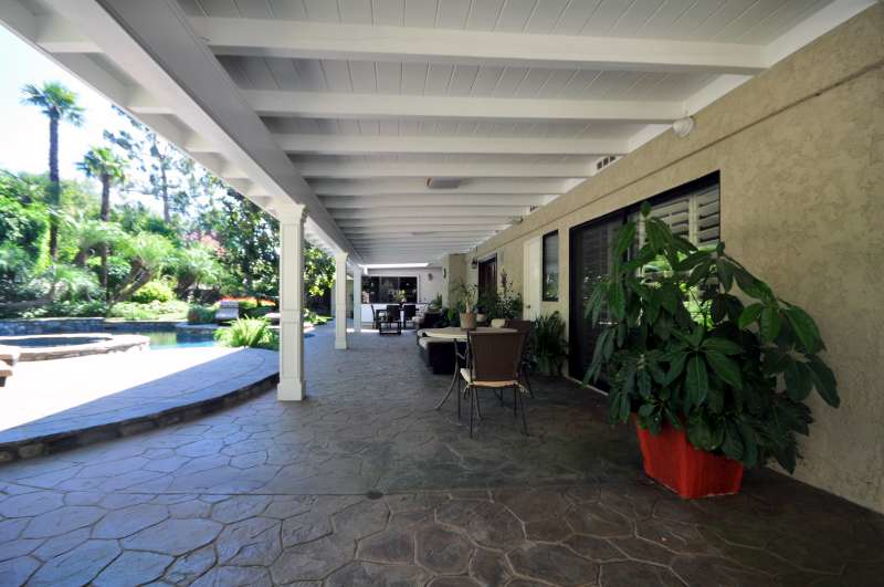 0081_9425_patio.jpg