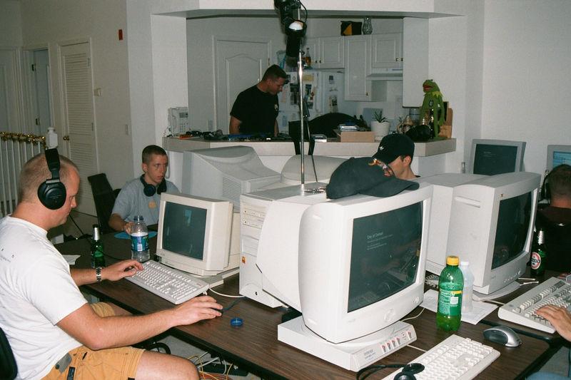 2001 11 - LAN Party at Doug's 06.JPG