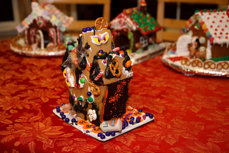 2008_gingerbread_houses-22.jpg