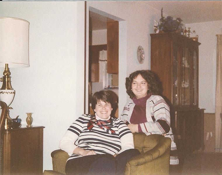 1979-03-10 Becky Ashworth & Debbie Headlee[1].jpg
