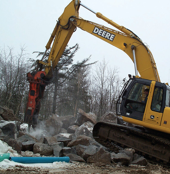 NPK GH12 hydraulic hammer on Deere 330CLC excavator (6).jpg
