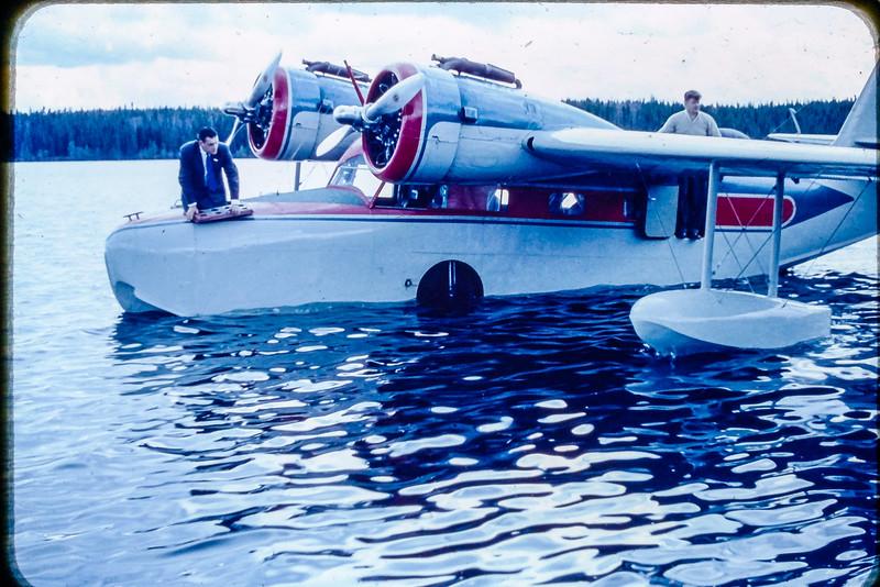 Grumman G-21 Goose de passage à la base du Lac Caché