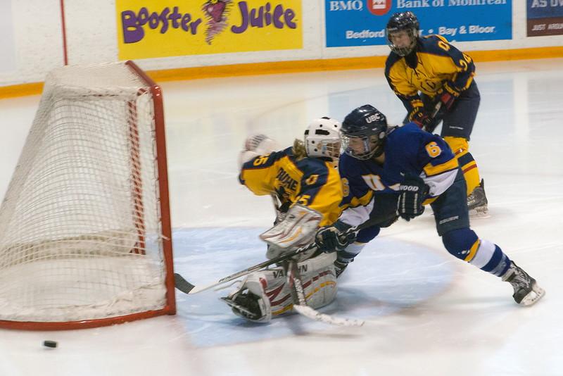 20130310 QWHockeyvsUBC 154.jpg