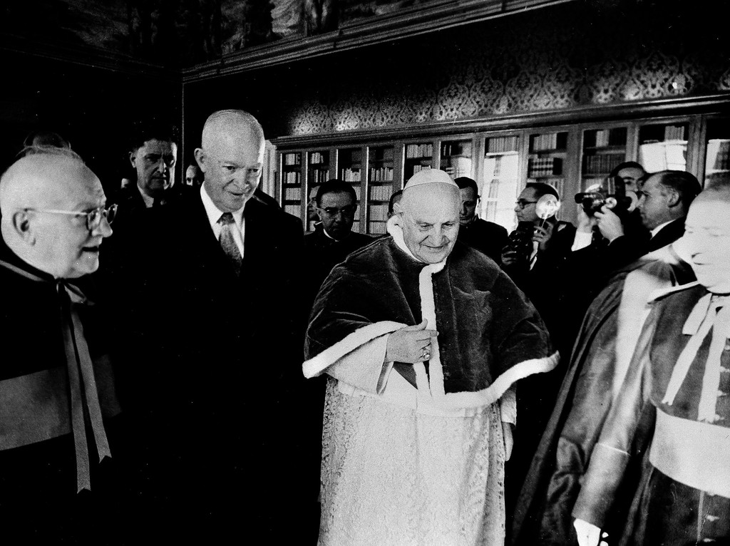 . ** FILE ** President Dwight D. Eisenhower walks with Pope John XXIII at the Vatican, in this Dec. 6, 1959, file photo. The leader of the world\'s 1 billion Roman Catholics has been to the White House only once in history. That changes this week, and President Bush is pulling out all the stops: driving out to a suburban military base to meet Pope Benedict XVI\'s plane, bringing a giant audience to the South Lawn and hosting a fancy East Room dinner. (AP Photo/Paul Schutzer, File)