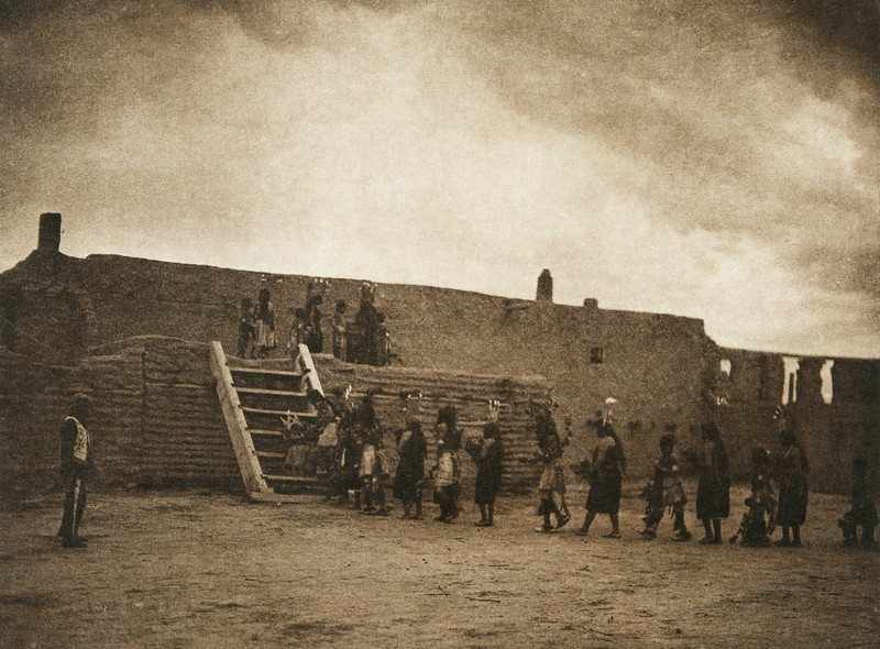 Tablita dancers returning to the kiva - San Ildefonso (The North American Indian, v. XVII. Norwood, MA, The Plimpton Press,  1926)