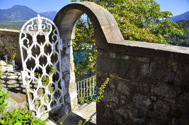 Beautiful entry gate to the Castle......a long walk up from shore!