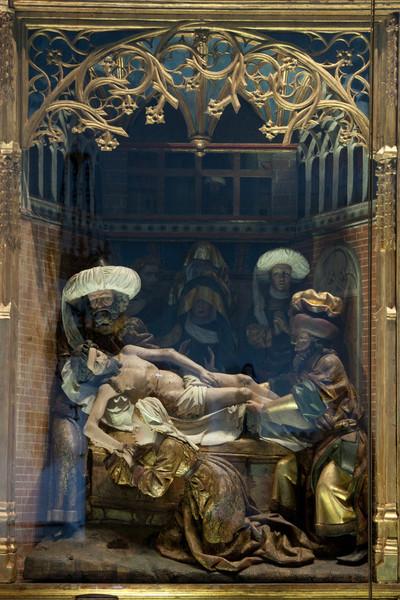 Burgundy, Ternant Triptych Deposition
