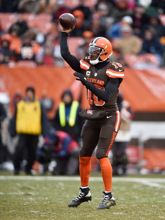 . Cleveland Browns quarterback Robert Griffin III (10) passes in the second half of an NFL football game against the Cincinnati Bengals, Sunday, Dec. 11, 2016, in Cleveland. (AP Photo/David Richard)