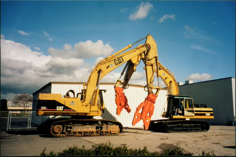 NPK M38G and M28G concrete pulverizer on Cat excavator (1).JPG