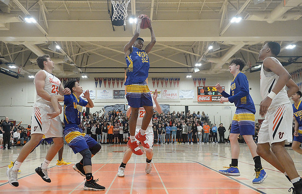 Wood boys clinch Monticello Empire League basketball title outright with win over Vacaville