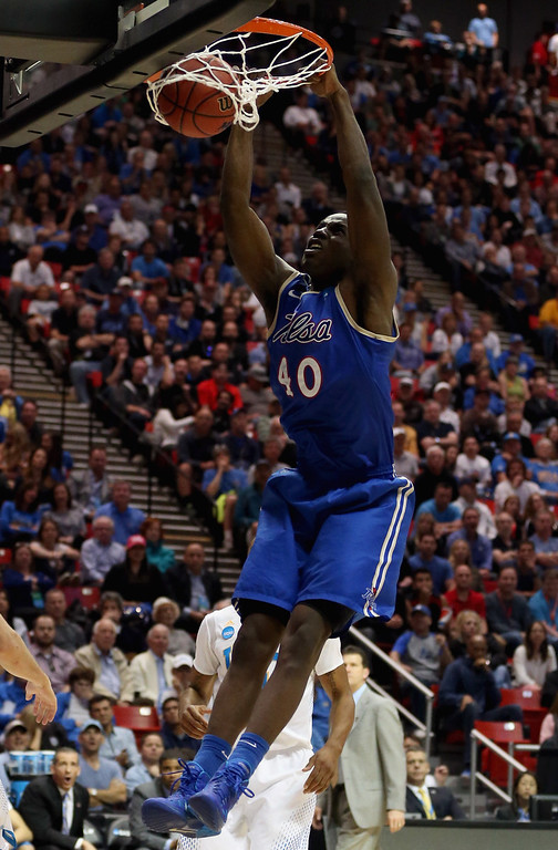 . D\'Andre Wright #40 of the Tulsa Golden Hurricane dunks the ball while playing against the UCLA Bruins during the second round of the 2014 NCAA Men\'s Basketball Tournament at Viejas Arena on March 21, 2014 in San Diego, California.  (Photo by Jeff Gross/Getty Images)