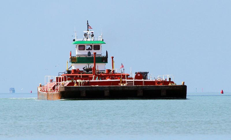 largebargecomingon.jpg