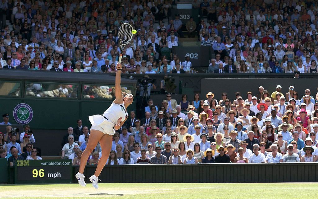 . Marion Bartoli of France serves to Sabine Lisicki of Germany during their women\'s singles final tennis match at the Wimbledon Tennis Championships, in London July 6, 2013.       REUTERS/Suzanne Plunkett